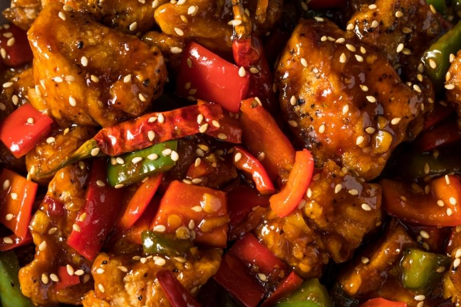 What are the differences between Szechuan chicken and Hunan chicken