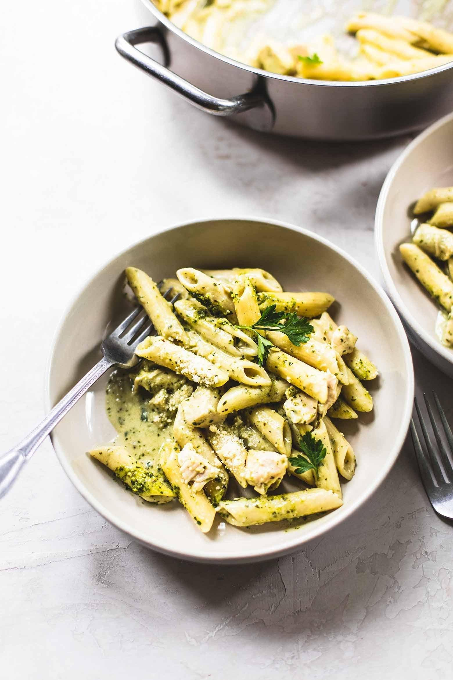 CREAMY PESTO CHICKEN PASTA RECIPE-min